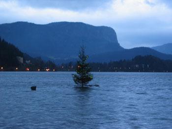 25. december 2004 – Bled – Legenda o potopljenem zvonu, božični potop